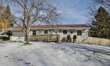 943  Hopewell Lane, Apple Valley, Minnesota